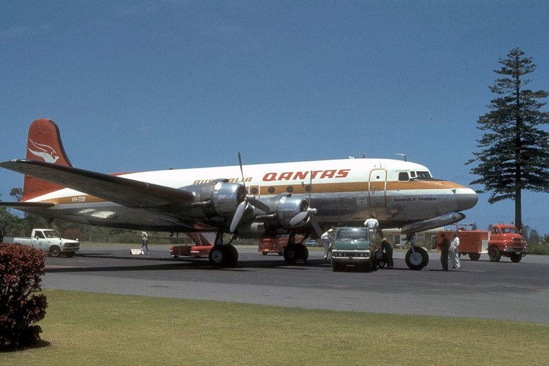 http://www.stephencodrington.com/Aviation/Photos_of_Planes/Pages/Airliners_1970s_and_1980s_files/Media/19761221-DC4-NORF-c/19761221-DC4-NORF-c.jpg?disposition=download